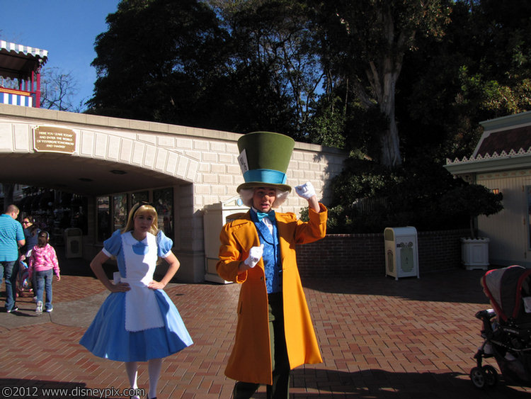 Alice & the Mad Hatter greeting guest at Disneyland ...